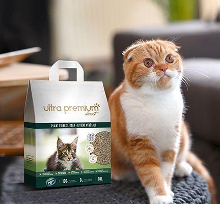 Chat près de la litière végétale d'Ultra Premium Direct